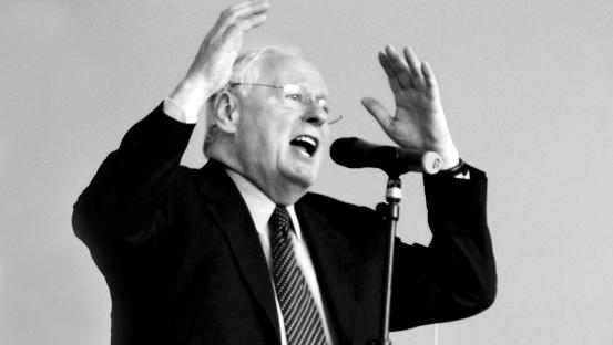 Tag der großen Gestern: Oskar Lafontains Körpersprache beschwört die Zuhörer.