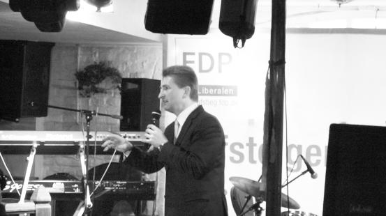 Andreas Pinkwart hat keine Probleme, sein politisches Konzept darzulegen. Wie bei allen Wahlreden politischer Parteien mit Regierungsverantwortung kratzt er aber nur an der Oberfläche der Probleme.
