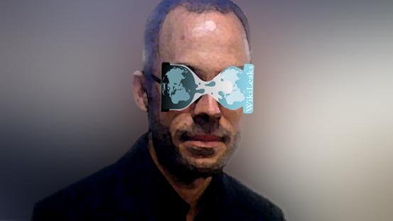 Wikileaks-Pressesprecher Daniel Schmitt mit Wiki-Endoplast-Leaks-Brille, durch die er die Geheimnisse der Welt besser erkennt.
