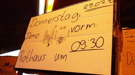 endoplast_loveparade_demo_wasselowski2