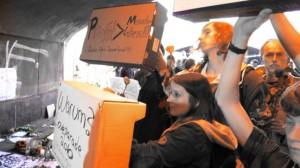 Loveparade-Konsequenzen: Demo vor dem Duisburger Rathaus