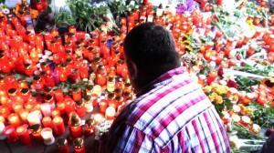 Loveparade: Duisburg trauert in der Universität, in der Kirche, im Stadion und mit einem Trauermarsch