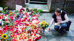 Fotos aus Duisburg: Klagemauer und Trauerfeier der Loveparade