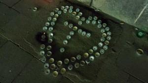 Zwischenbilanz Loveparade 2010: Eine Gedenkstätte, eine Abmahnung und ein Bürgermeister, der zum Angriff bläst