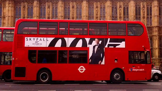 Jammes Bond in london: Werbung allerorten.