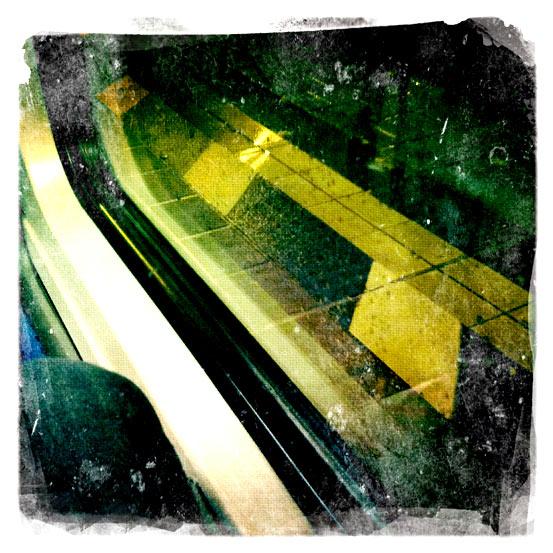 Teil eines Fensters eines Personenwagens der Deutsche Bundesbahn.