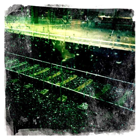 Schienen in der Nacht.