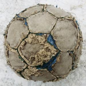 Ballsam für die Seele: Fußball und die Dachschadenstrategie