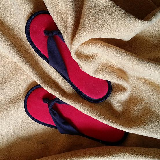 Schuhe in Decke